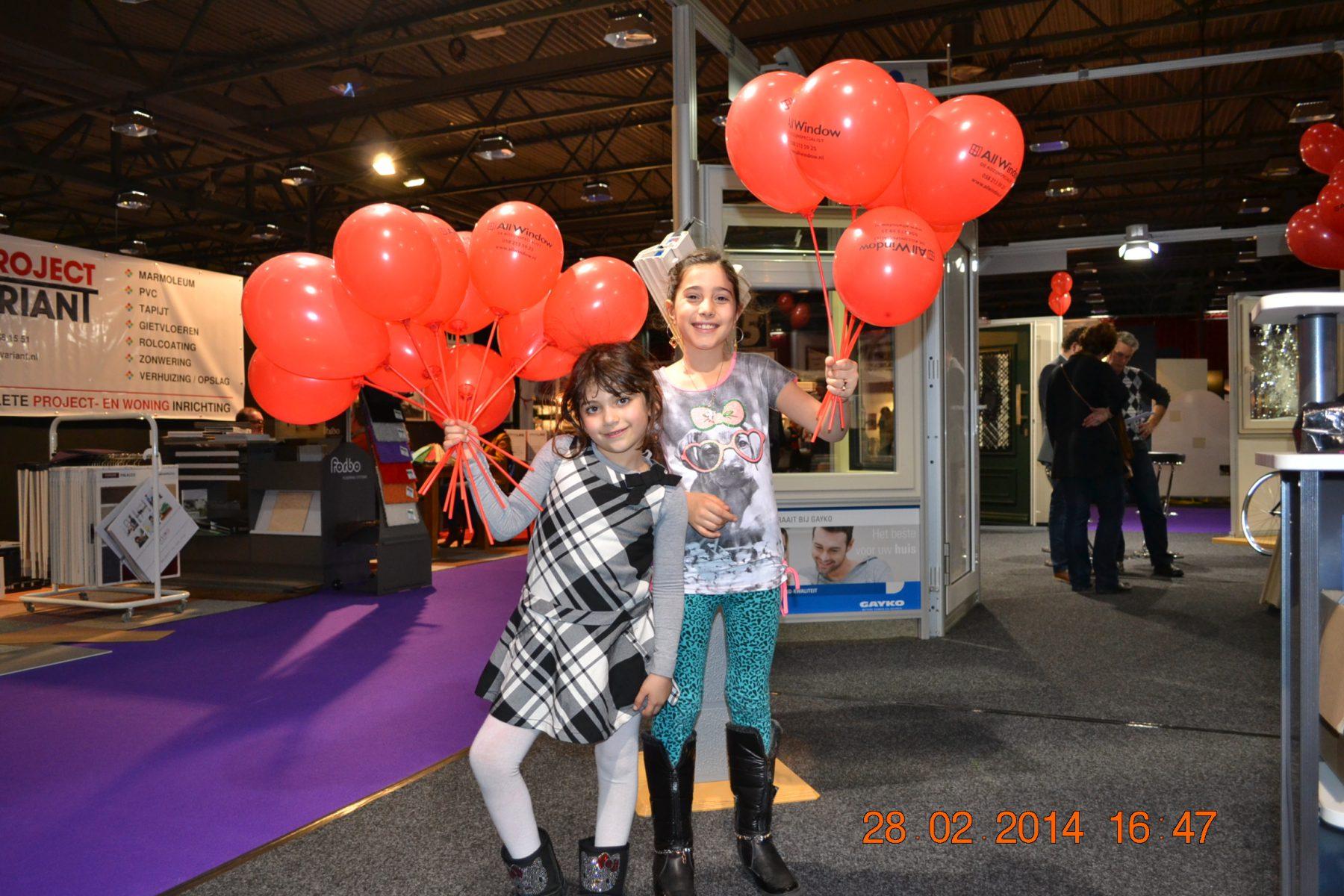 all window meisjes met ballonnen